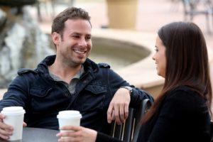 parler à une fille dans un bar