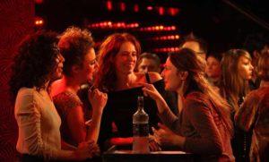 trouver une femme dans un bar